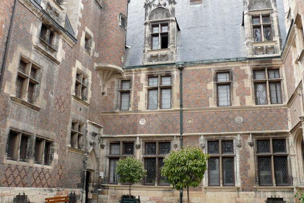 Le musée du Berry, Hôtel Cujas